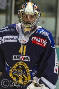 17.11.2015; Schoren, Langenthal; EISHOCKEY NLB – SC Langenthal - Hockey Thurgau – SC Langenthal Torhüter Marc Eichmann. Foto: Leroy Ryser